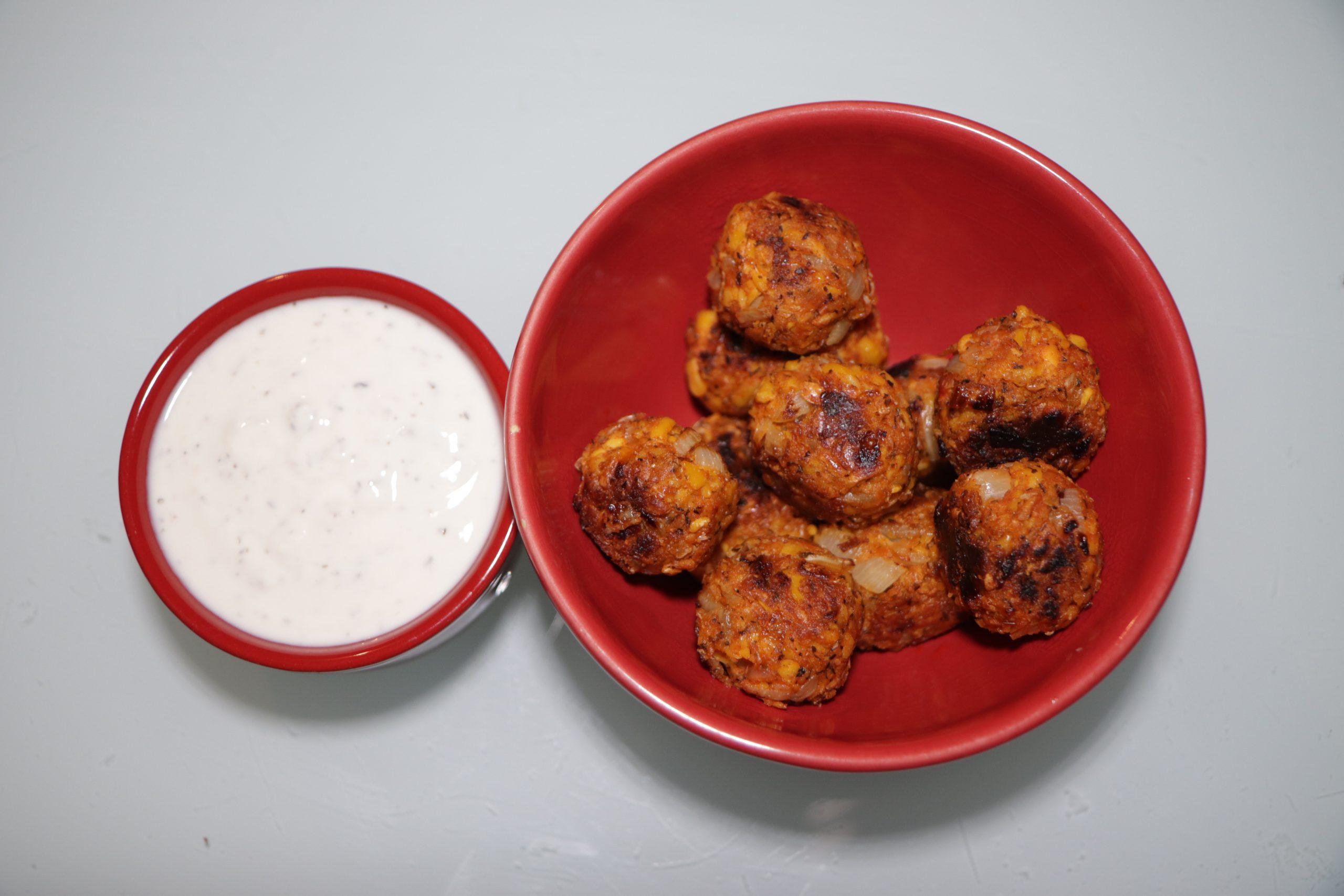 Falafels de lupin au citron et à la menthe, sauce au yaourt de soja